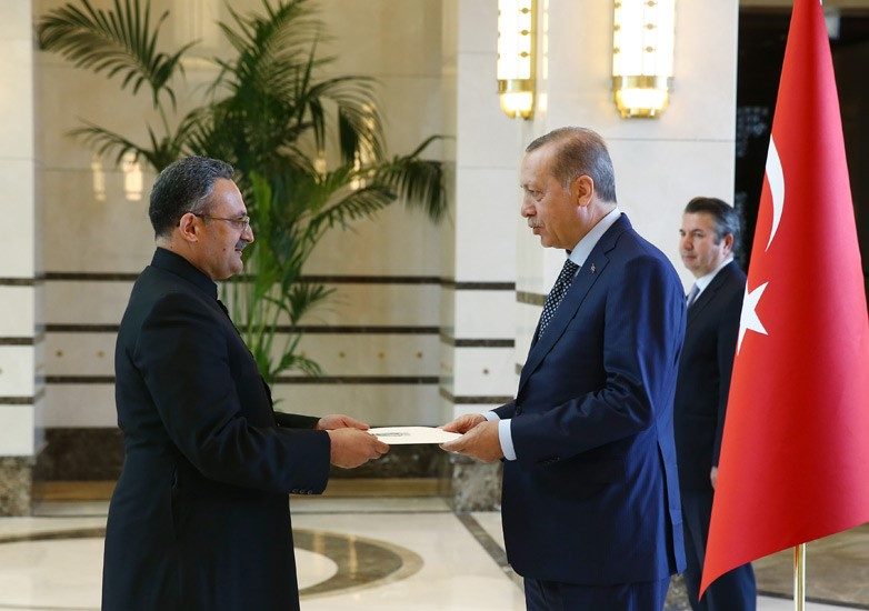 Ambassador M. Syrus Sajjad Qazi presents Credentials to President Erdoğan
