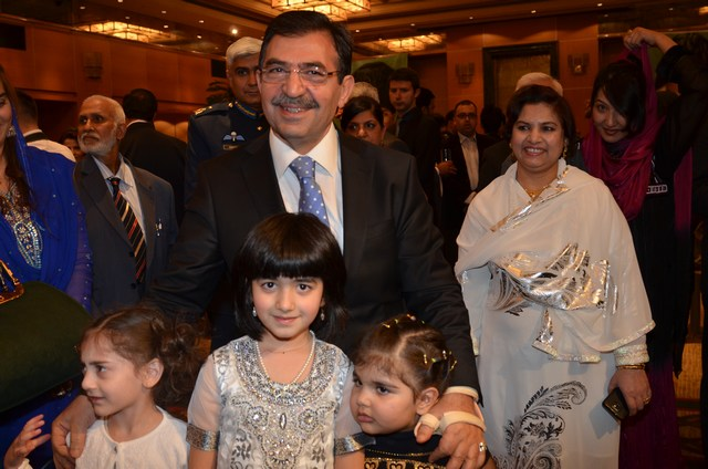 Turkish Minister for Environment Mr. Idris with Pakistani children during Pakistan Day Reception