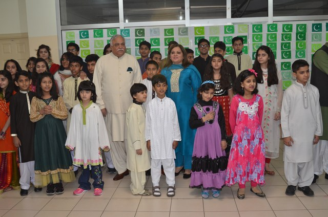 Group photo of Ambassador Haroon Shaukat and Mrs. Uzma Haroon with Pakistani children at Ankara on 23 March 2014.