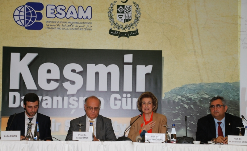Prof. Dr. Oya Akgönenç chairing a panel discussion on Kashmir while other panellists are Prof. Dr. Sencer İmer, Prof. Dr. M. Seyfettin Erol and studen