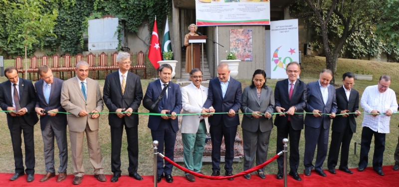 Ambassador of Pakistan Sohail Mahmood, Deputy Minister for EU Affairs and other dignitaries inaugurating Pakistan Mango Festival