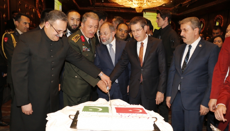 Ambassador of Pakistan and other dignitaries cutting cake to mark Pakistan Day