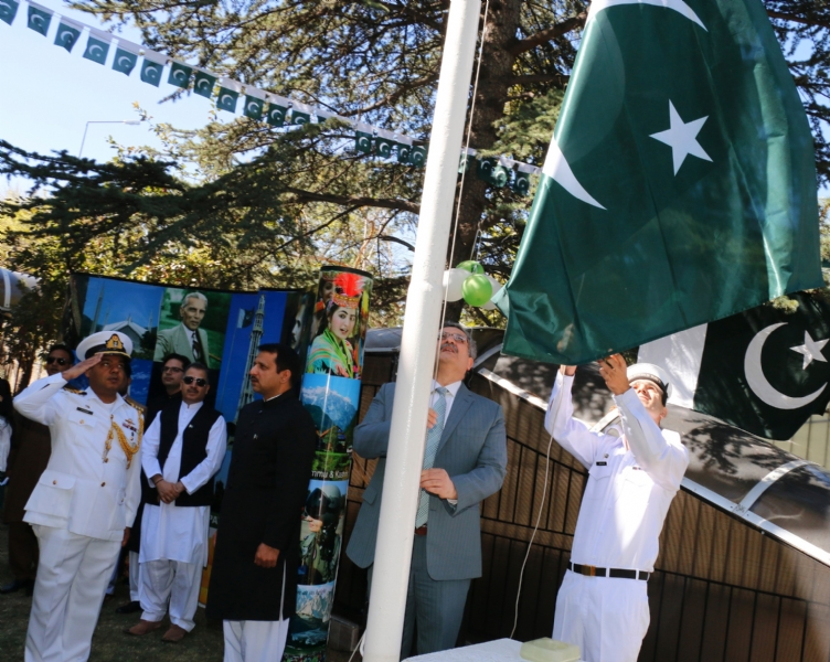 Ambassador Syrus Qazi hoisting Pakistan flag during Independence Day of Pakistan in Ankara